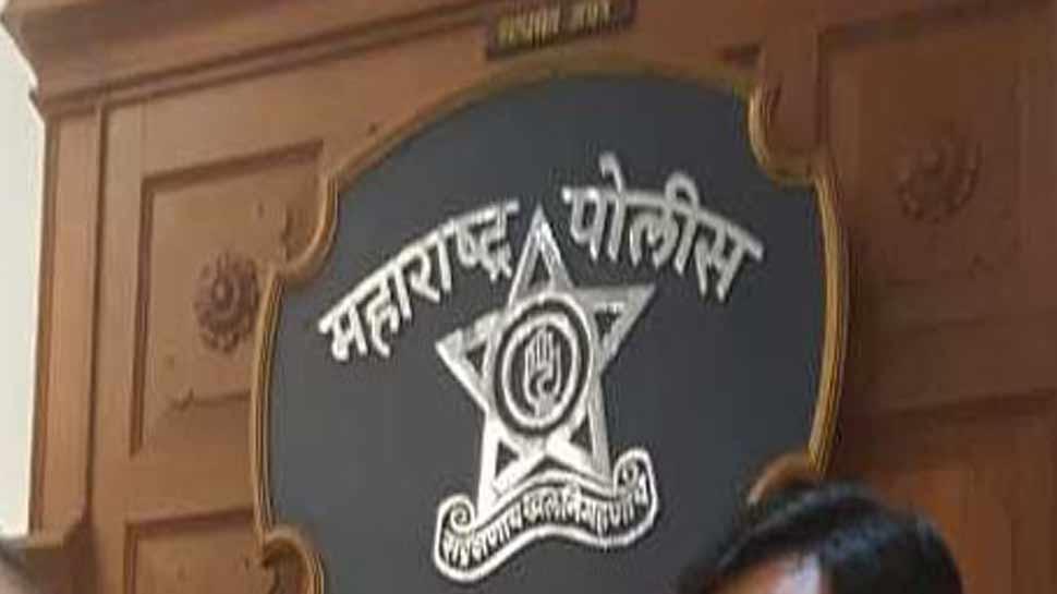 महाराष्ट्र: चेकिंग के दौरान हथियारों से लदी कार बरामद, पुलिस की कार्रवाई में 1 की मौत