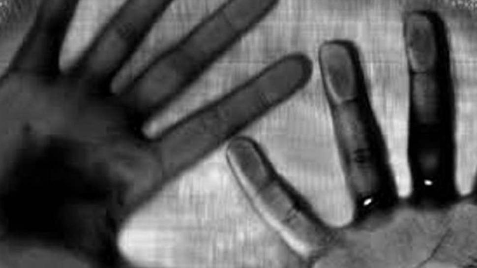 आउटर दिल्ली में रस्सियों से बंधा मिला बच्ची का शव, पुलिस ने जताई दुष्कर्म की आशंका