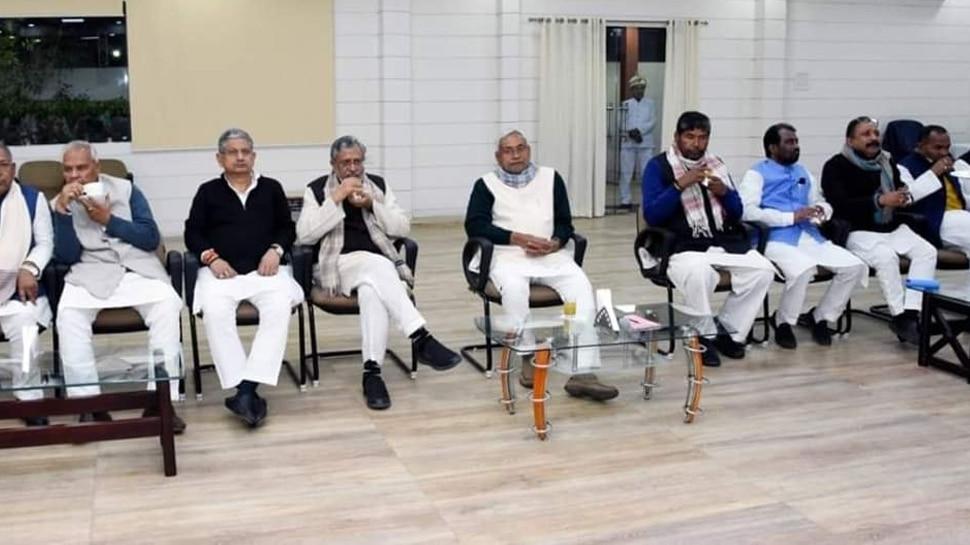 नीतीश कुमार की अध्यक्षता में हुई NDA की बैठक, विपक्ष को जवाब देने पर बनी रणनीति