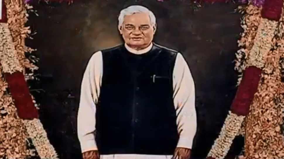 संसद के सेंट्रल हॉल में लगी अटल बिहारी वाजपेयी की तस्वीर, राष्ट्रपति ने किया अनावरण