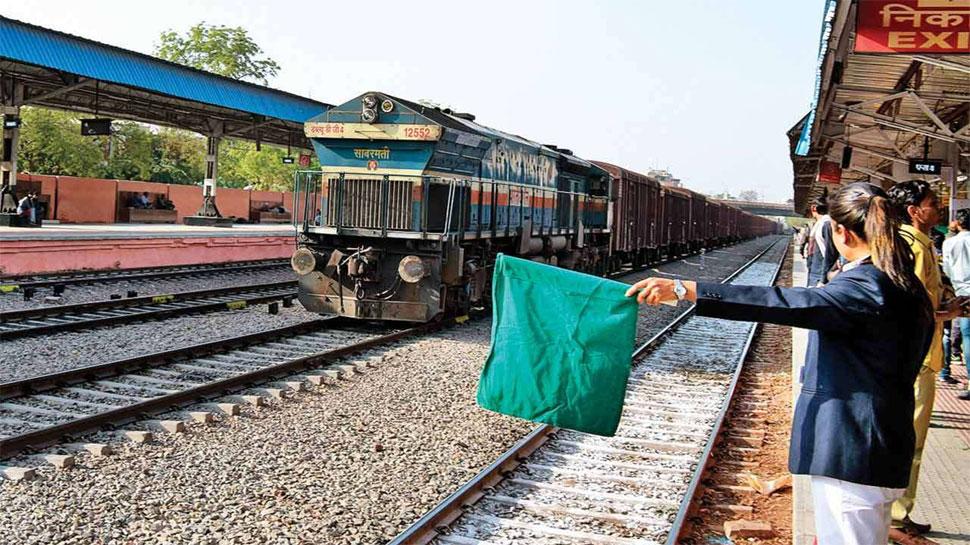 Railway में जल्द आएंगी एक लाख नौकरियां, इसी महीने हो सकता है ऐलान