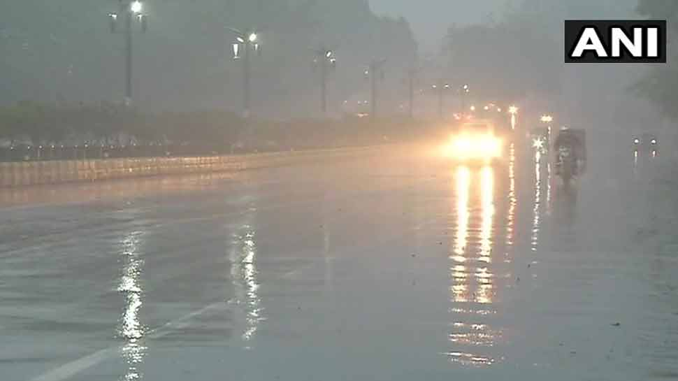 दिल्ली-एनसीआर में बारिश के साथ हुई दिन की शुरुआत, बढ़ी ठंड