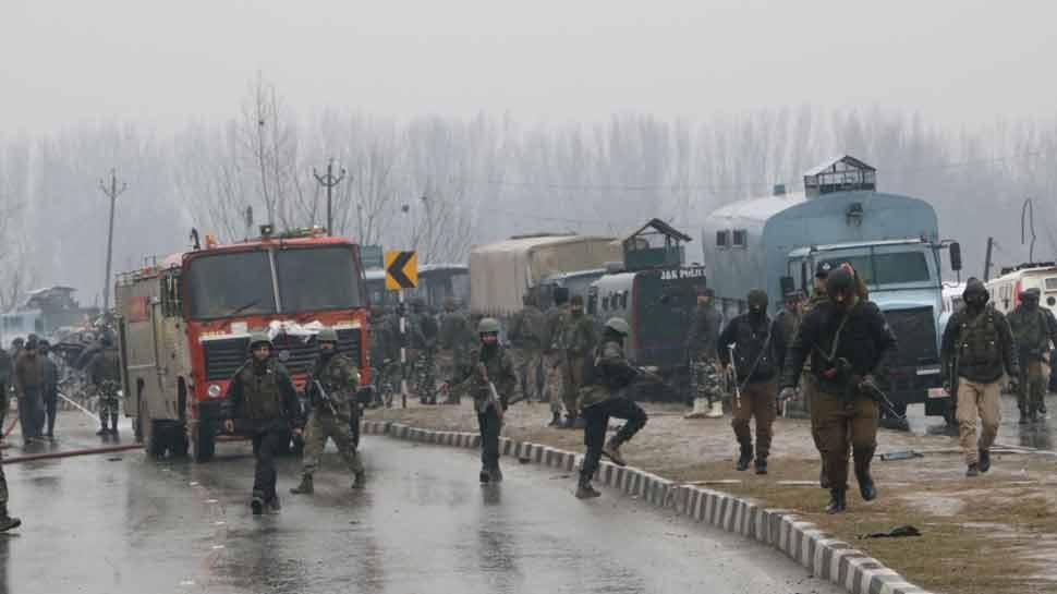 पुलवामा हमलाः शहीदों की संख्या बढ़कर हुई 44, कैबिनेट की बैठक, राजनाथ जा रहे कश्मीर