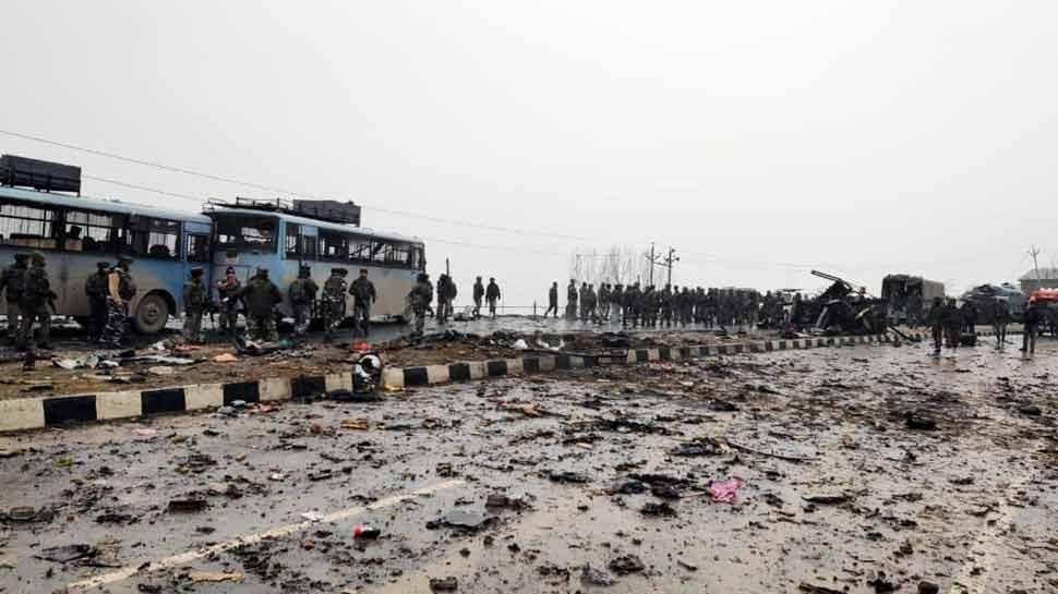 पुलवामा आतंकी हमलाः सोशल मीडिया पर लोगों ने जताया दुख, बोले- जवानों की शहादत देखकर दिल टूट गया है