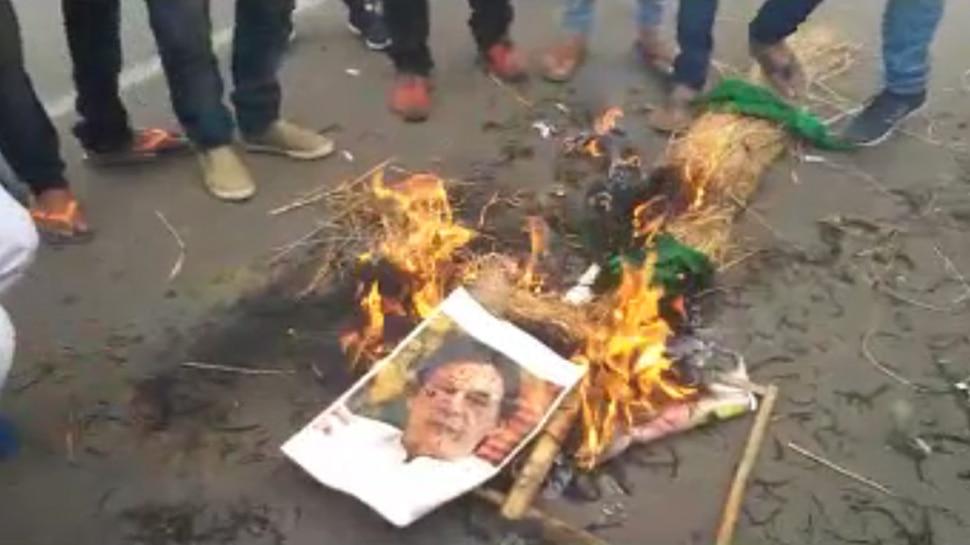पुलवामा हमला : पटना में जलाया गया पाकिस्तानी PM का पुतला, सदन में भिड़ी BJP-RJD