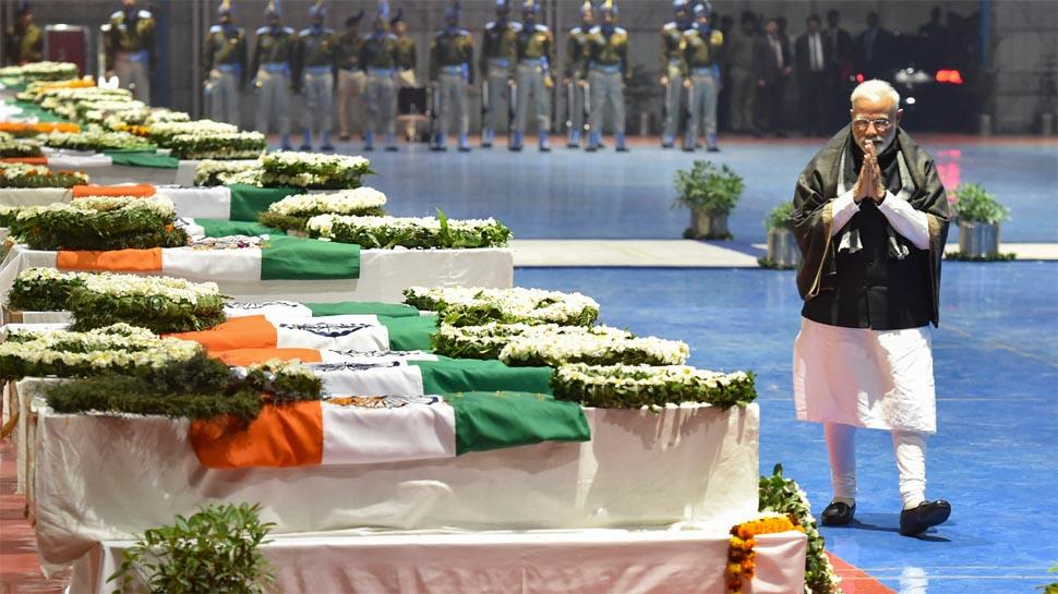 पीएम मोदी ने दिया मंत्रियों और सांसदों को निर्देश, शहीद जवानों के अंतिम संस्कार में रहें मौजूद