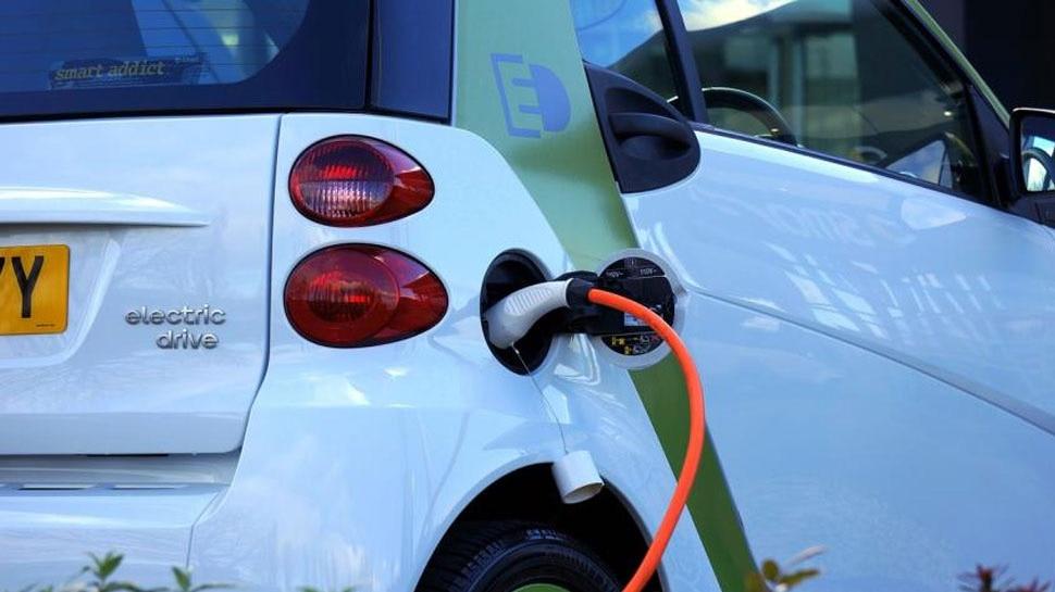 ई-व्हीकल के ईंधन का झंझट होगा खत्म, पेट्रोल पंप की तरह हर जगह खुलेंगे चार्जिंग स्टेशन