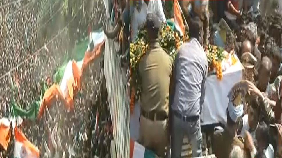 VIDEO: शहीद संजय का पार्थिव शरीर पहुंचा मसौढ़ी, नम आखों के साथ उमड़ा जनसैलाब