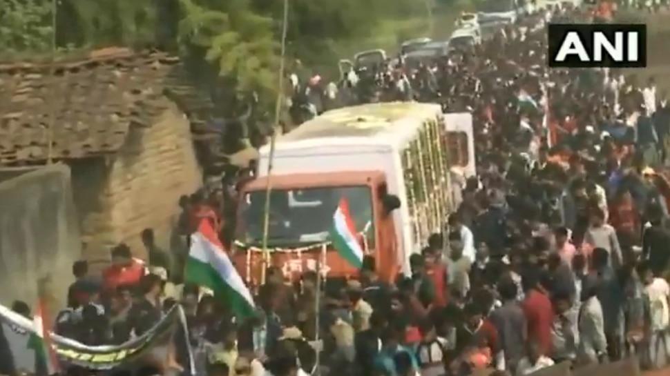 Video: शहीद अश्विनी काछी का पार्थिव देह पहुंचा गांव, अंतिम दर्शन करने पहुंचे लोग नहीं रोक पाए आंसू