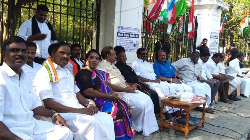 नारायणसामी का बेदी के खिलाफ धरना चौथे दिन भी जारी, केन्द्र को लिखा पत्र