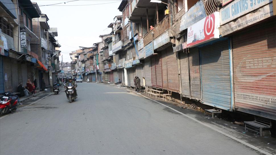 कश्मीरियों पर हमलों के विरोध में घाटी के हिस्सों में रहा बंद