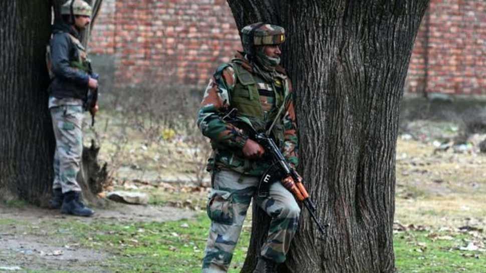 जम्मू कश्मीरः पुलवामा में जैश आतंकियों से मुठभेड़, मेजर समेत 4 जवान घायल