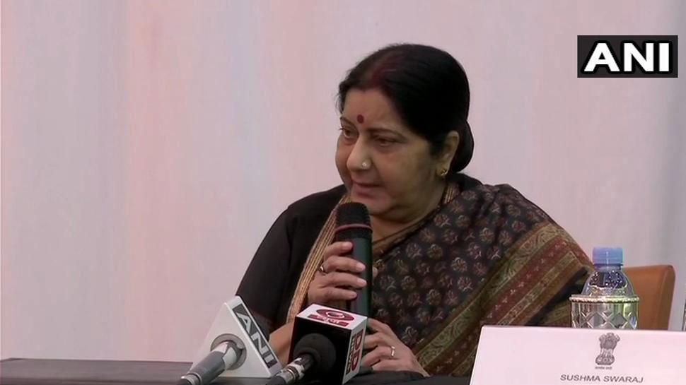 सुषमा स्वराज के सामने सिंगर ने गाया भजन...मंत्री ने पुलवामा पर रखी PM मोदी की बात