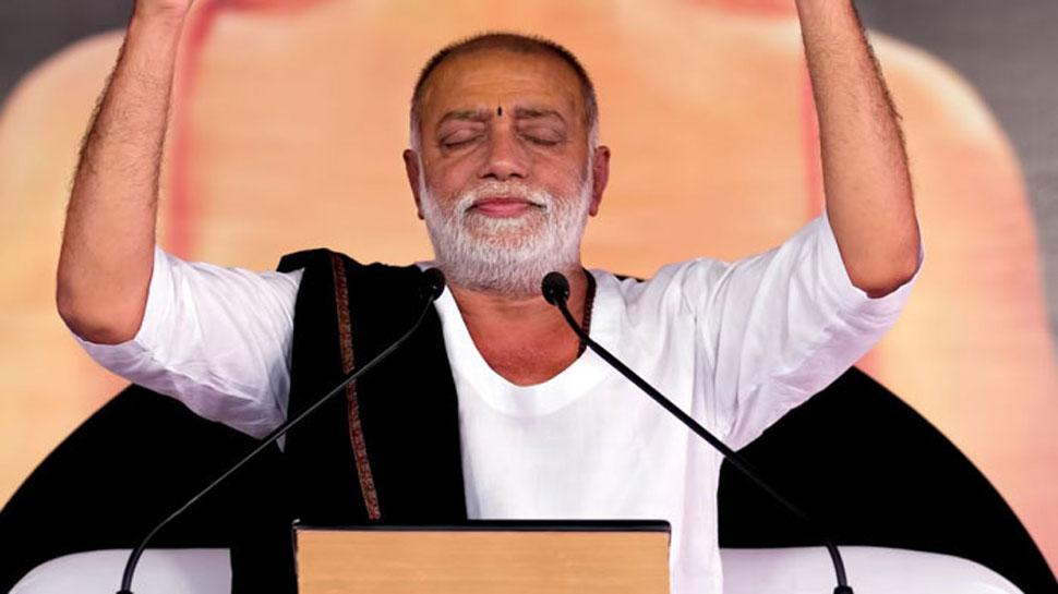 पुलवामा हमला: मोरारी बापू ने की घोषणा, शहीदों के परिवार को देंगे 1-1 लाख रुपए