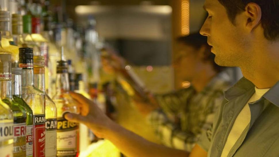 छत्तीसगढ़ में शराब की सबसे ज्यादा खपत, रोज गटक जाते हैं लाखों की शराबः रिपोर्ट