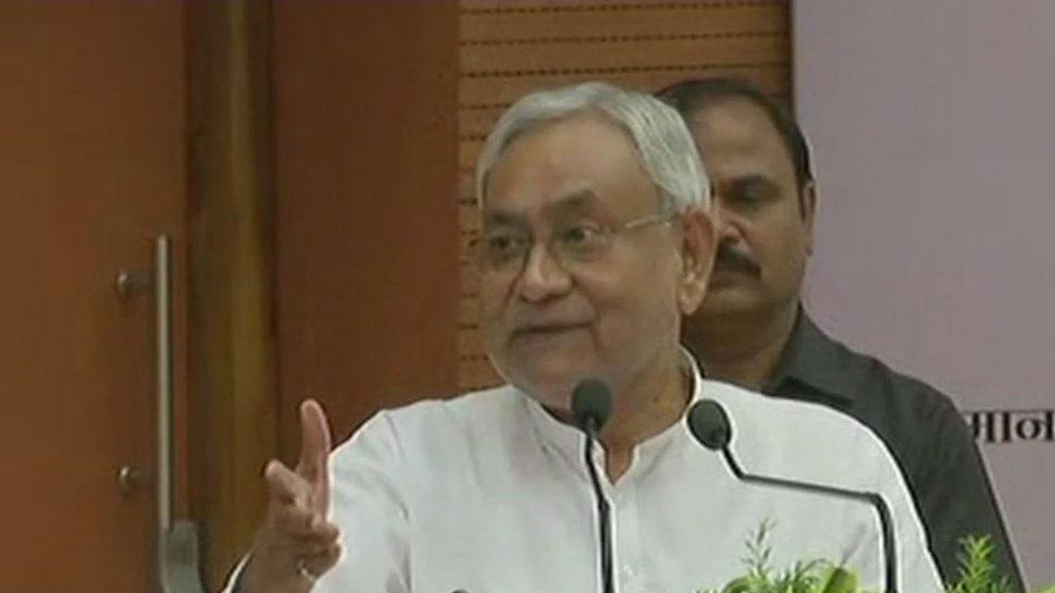 CM नीतीश कुमार का RJD पर तंज, कहा- 'बिहार से भूत भागा और अब लालटेन की भी जरुरत नहीं'