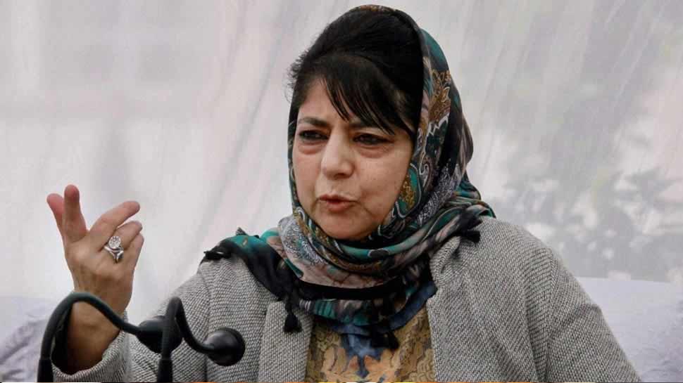 महबूबा मुफ्ती ने फिर किया पाक का समर्थन, कहा- इमरान खान को दें एक और मौका