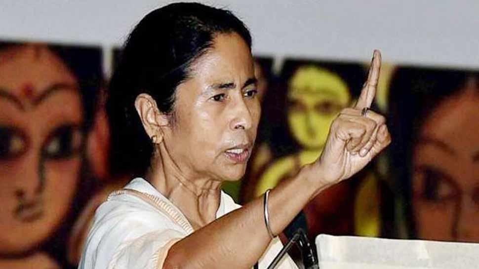 ममता 'दीदी' ने साधा निशाना, कहा- 'देश का इतिहास बदलने की कोशिश कर रही है BJP'