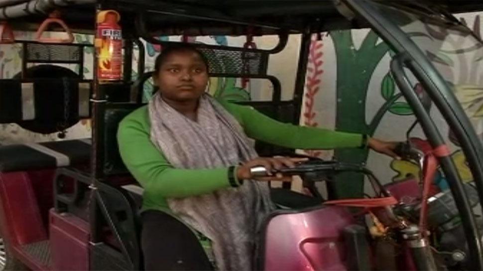 रांची की ई-रिक्शा चालक संतोषी ने बताया कैसे उसने बनाया खुद को सशक्त
