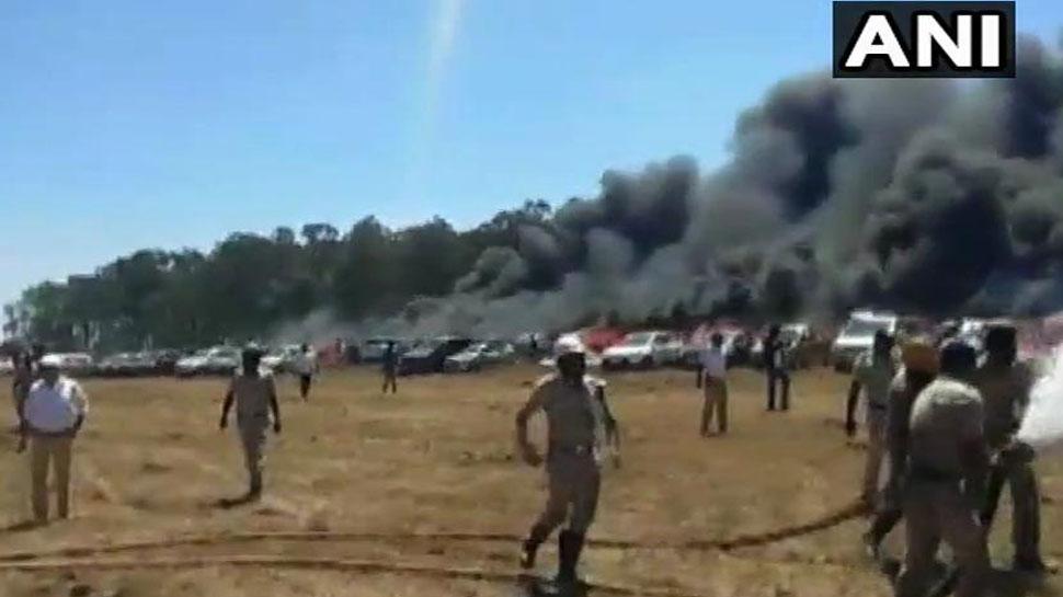 बेंगलुरु : एयरो इंडिया शो के पार्किंग क्षेत्र में लगी भीषण आग, 300 कारें जलकर खाक