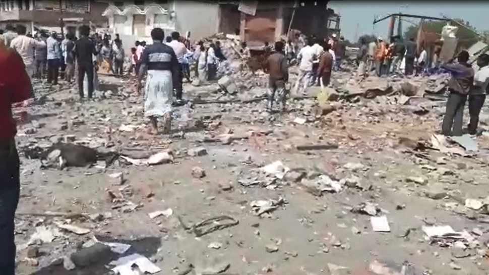 भदोही: पटाखा व्यवयासी के घर में विस्फोट से 10 लोगों की मौत, NDRF की टीम मौके पर पहुंची