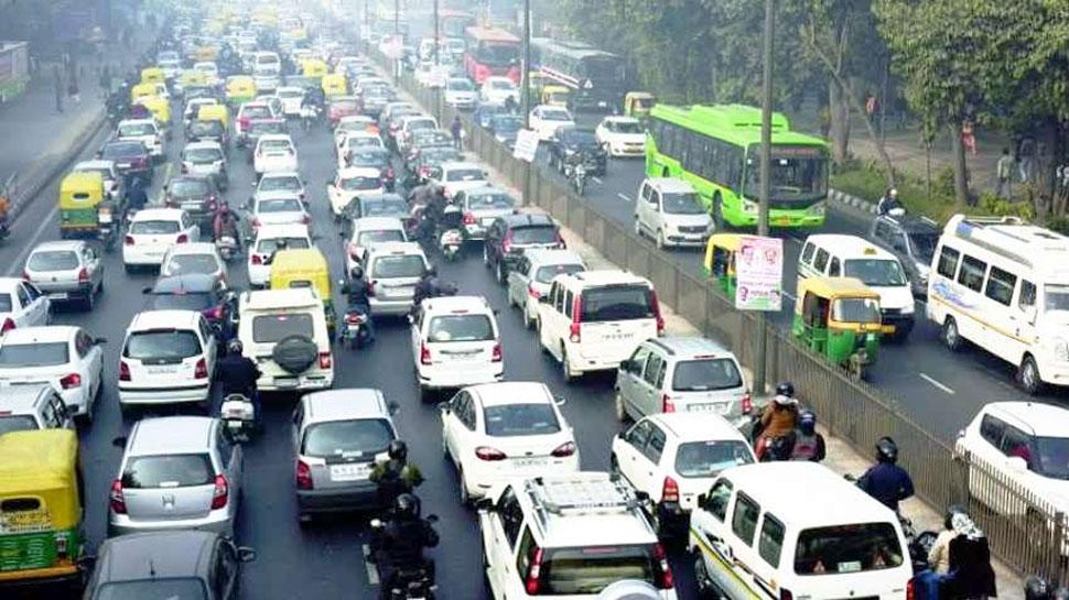 दिल्ली में वाहनों की संख्या एक करोड़ के पार, 70 लाख से अधिक हैं टू व्हीलर: आर्थिक सर्वे