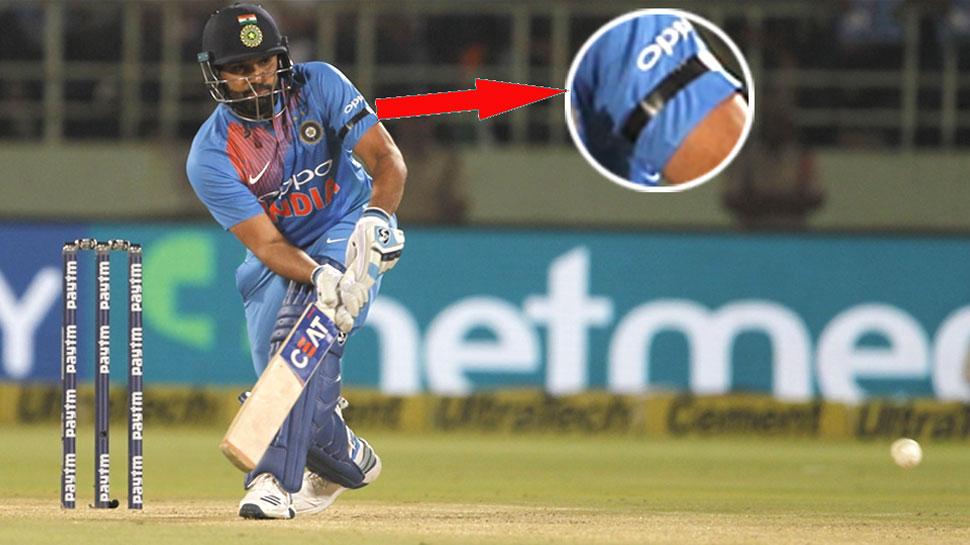 INDvAUS: मैदान में काली पट्टी बांधकर खेले भारतीय क्रिकेटर, जवानों को दी श्रद्धांजलि