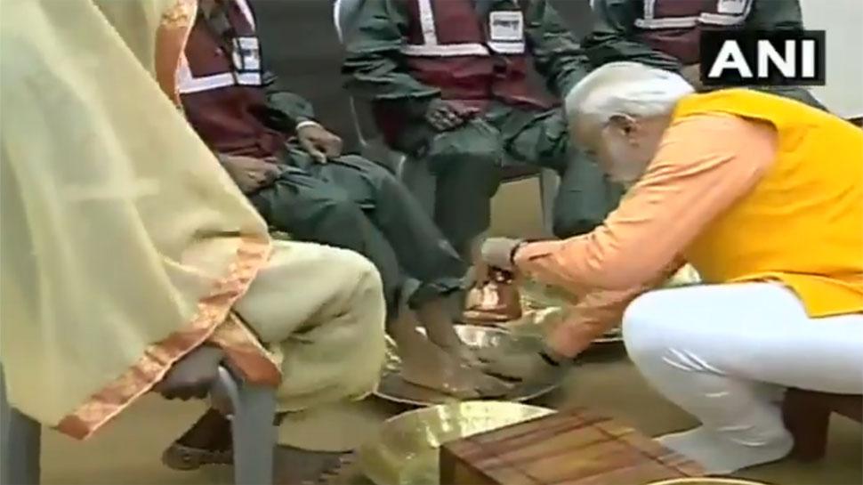 VIDEO: PM मोदी ने धोए पैर तो सफाईकर्मियों ने कहा, कभी सपने में भी नहीं सोचा था कि इतना सम्मान मिलेगा