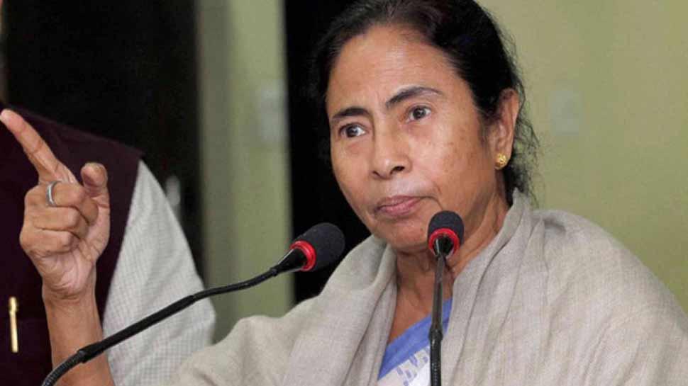 लोकसभा चुनाव में सरकार पुलवामा हमले पर राजनीति करना चाहती है : ममता बनर्जी