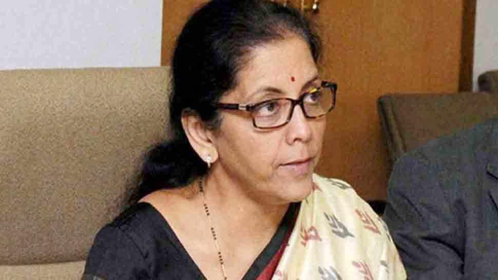 निर्मला सीतारमण और तीनों सेनाओं के प्रमुखों ने 'रक्षा अताशे' से चर्चा की