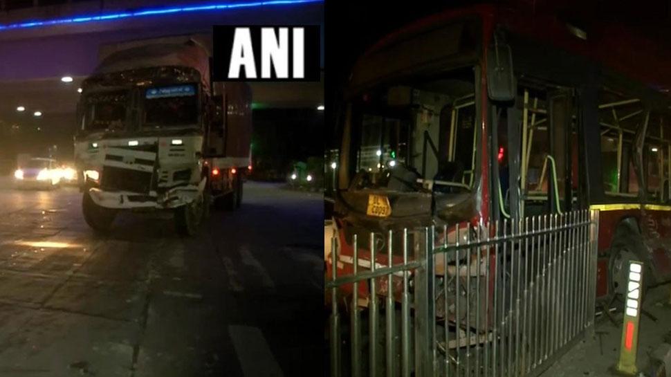 दिल्ली: ITO फ्लाईओवर के पास DTC बस-ट्रक में टक्कर, एक की मौत, 15 यात्री घायल