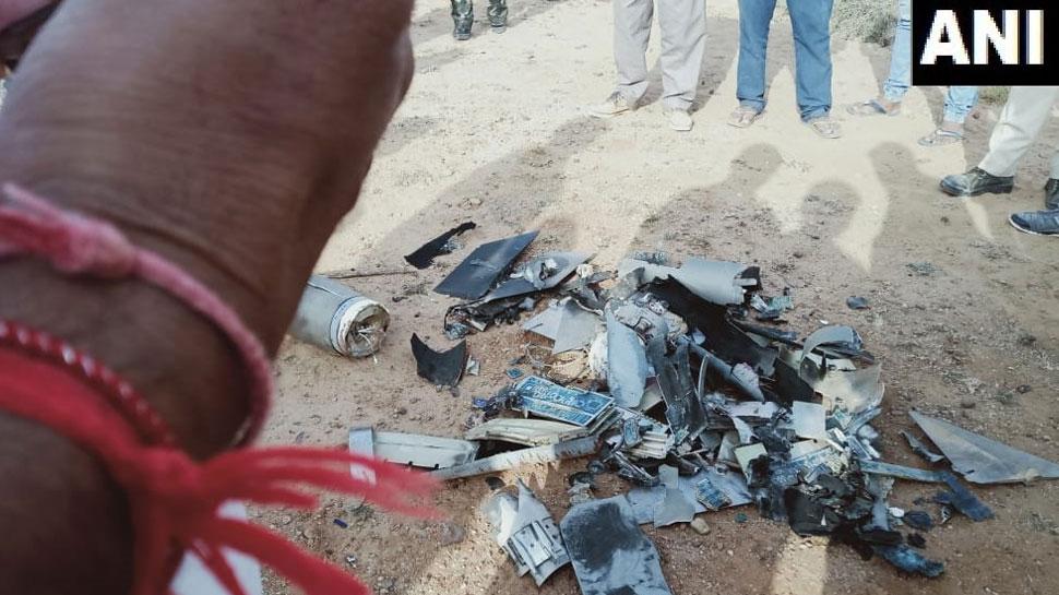 इधर भारतीय वायुसेना ने क्रॉस की LoC, उधर सेना ने मार गिराया पाक का खुफिया ड्रोन