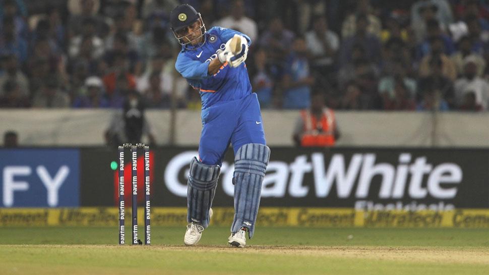 INDvsAUS: जाधव और धोनी की शानदार पार्टनरशिप, टीम इंडिया को दिलाई जीत