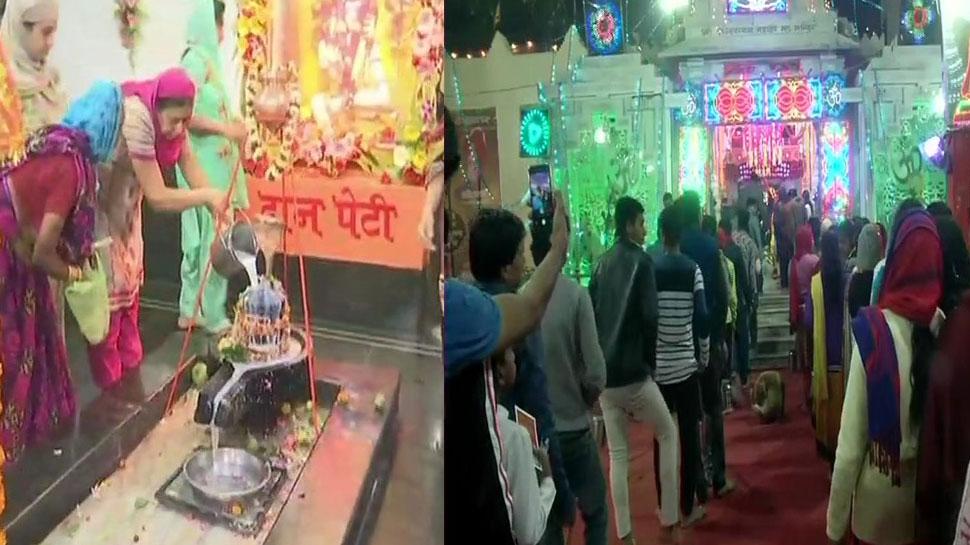 महाशिवरात्रि पर मंदिरों में उमड़ी श्रद्धालुओं की भीड़, कुंभ का समापन भी आज, देखें PICS
