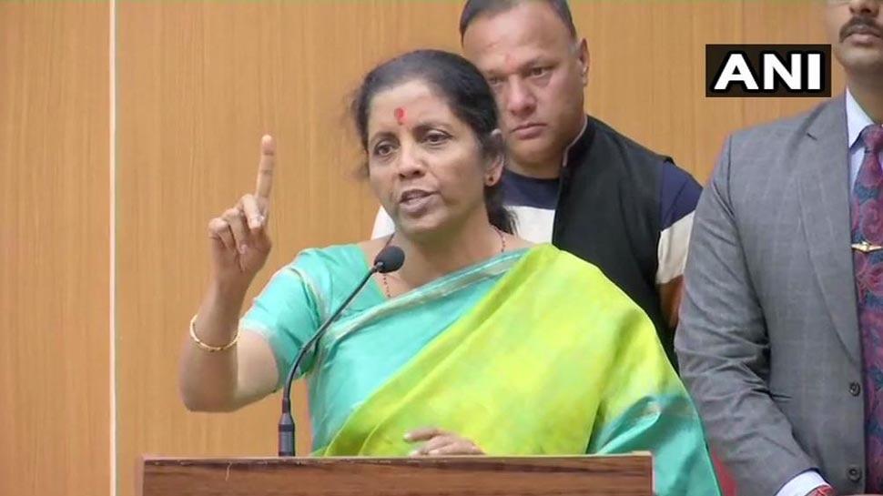 रक्षामंत्री निर्मला सीतारमन बोलीं-जो सेना पर सवाल उठा रहे हैं उन्हें अनदेखा करें