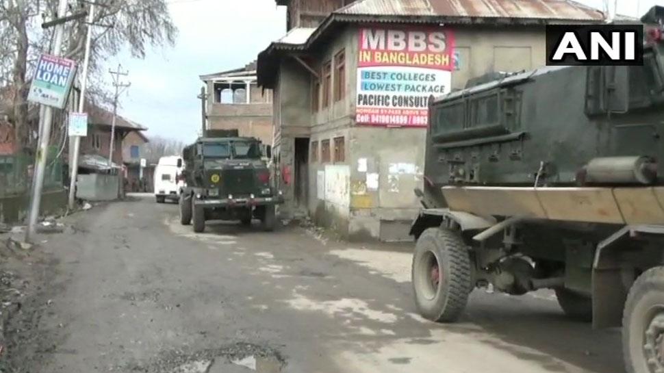 जम्मू-कश्मीर: त्राल में सेना और आतंकियों के बीच मुठभेड़, 2 आतंकियों को किया ढेर