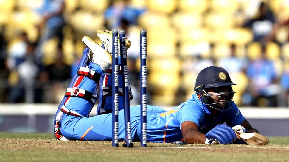 INDvsAUS: विराट कोहली के शॉट ने छीन ली विजय शंकर की पहली फिफ्टी!
