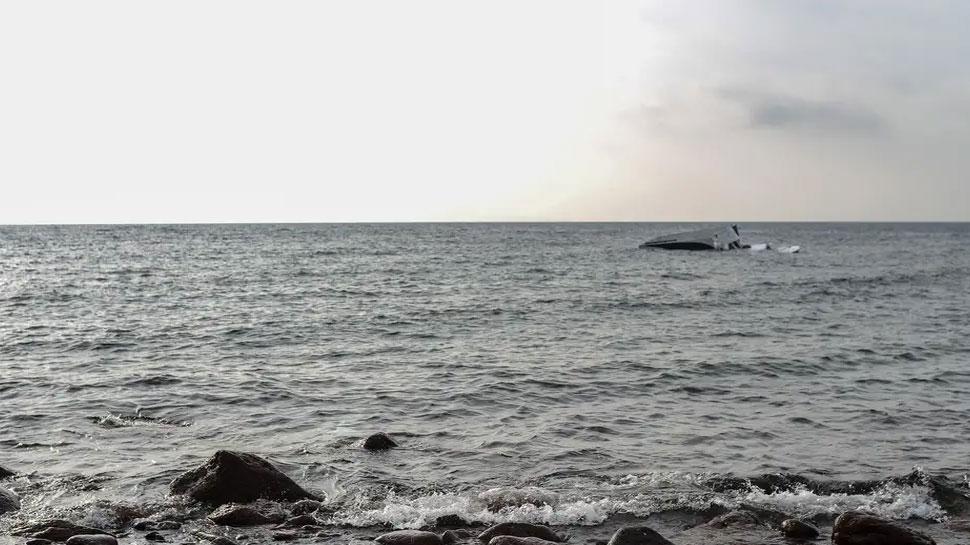 यूनानी द्वीप में शरणार्थियों की नौका डूबने 3 लोगों की मौत, शवों की तलाश में जुटे तटरक्षक