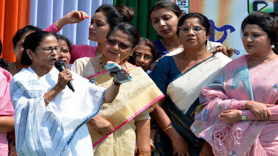 जो सरकार राफेल सौदे की फाइलों को नहीं बचा सकी, वह देश की रक्षा कैसे करेगी: ममता बनर्जी