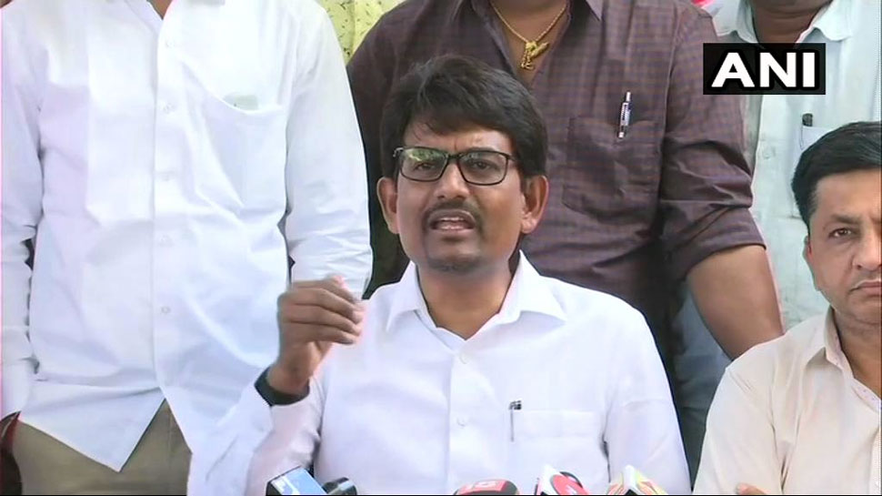 कांग्रेस विधायक अल्पेश ठाकोर बोले- 'मैं अपने लोगों के लिए लड़ाई को जारी रखूंगा और कांग्रेस में ही रहूंगा'