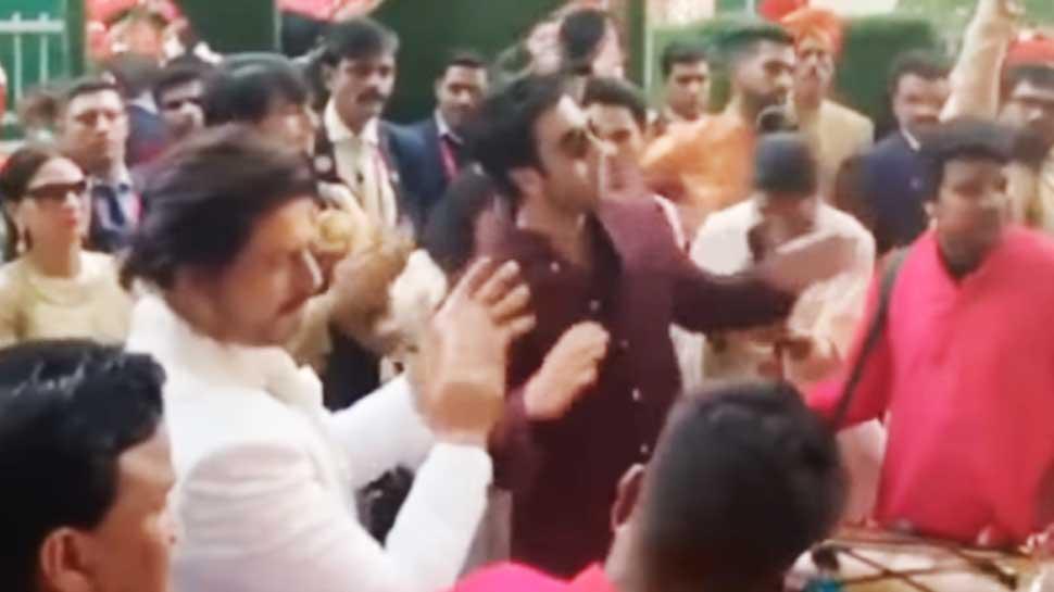 आकाश और श्लोका की शादी में शाहरुख और रणबीर ने लगाए ठुमके, देखें VIDEO
