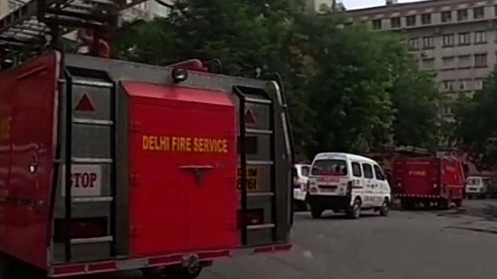दिल्ली: विकास भवन की छठीं मंजिल पर लगी आग, कोई हताहत नहीं