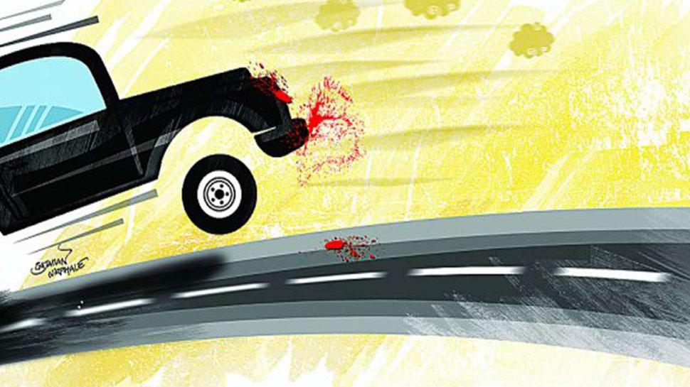 नोएडा: तालाब में गिरी बेकाबू कार, एक की मौत, दो घायल