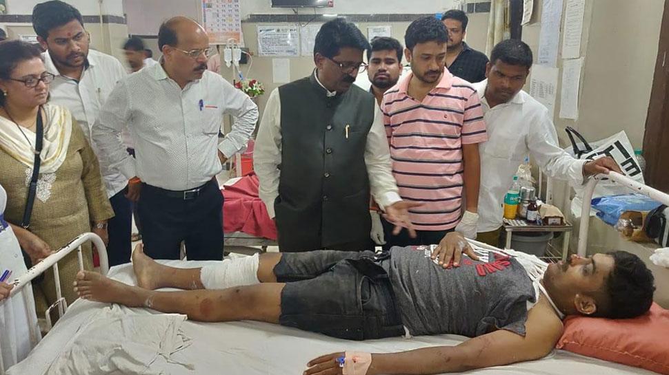 मुंबई फुटओवर ब्रिज हादसा: मृतकों के परिवारों को 5-5 लाख रुपये का मुआवजा