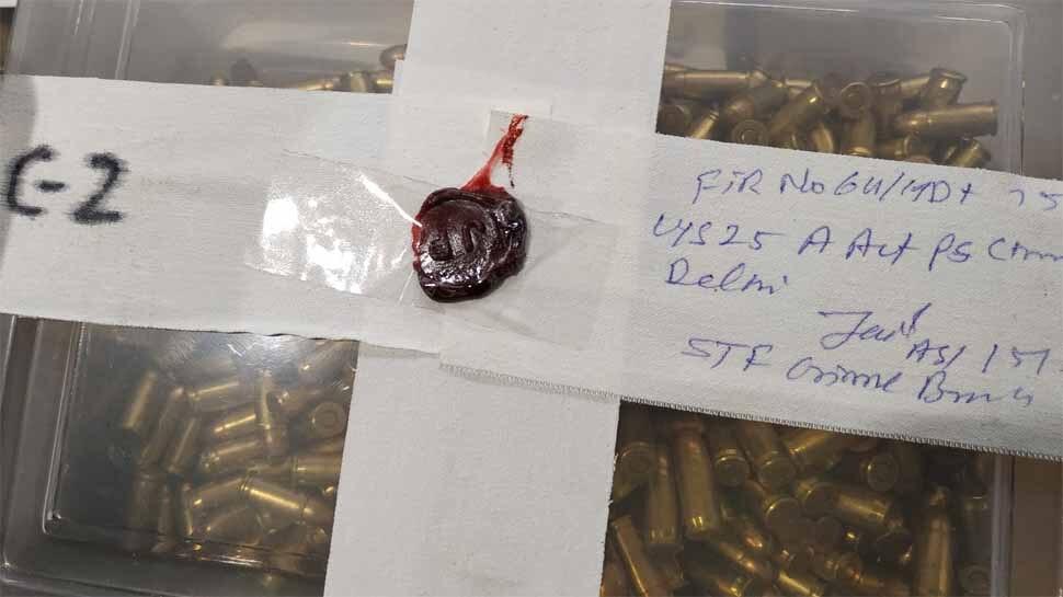 2000 हज़ार ज़िंदा कारतूसों के साथ हथियारों का कुख्यात तस्कर गिरफ्तार