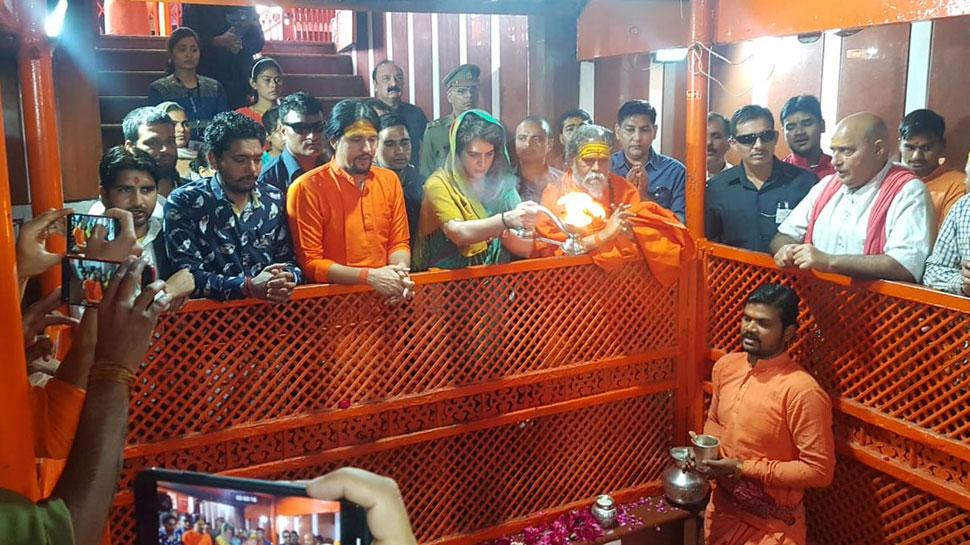 प्रयागराज: प्रियंका गांधी ने की बड़े हुनमान मंदिर में पूजा-अर्चना, आज शुरू करेंगी गंगा यात्रा