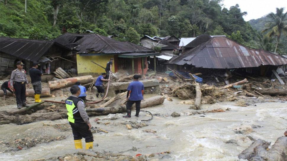 इंडोनिशया में बाढ़ से मरने वालों की संख्या हुई 77, 59 लोग हुए घायल