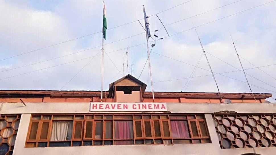Exclusive : 28 साल बाद कश्मीर के अनंतनाग में खुला सिनेमाहॉल, सीआरपीएफ दे रही है फ्री में टिकट