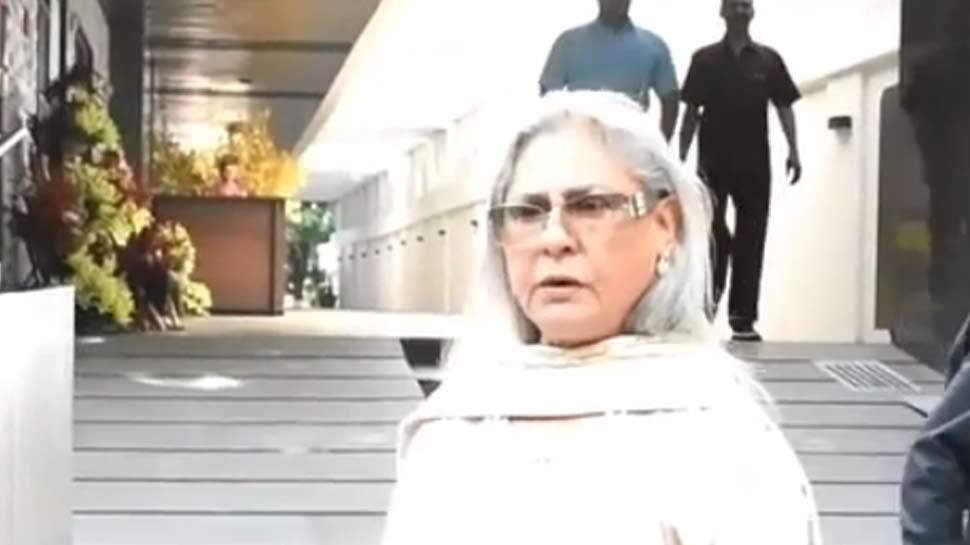 VIDEO: बिना परमीशन तस्वीर लेने पर भड़कीं जया बच्चन, पास बुलाकर लगाई ऐसी झाड़