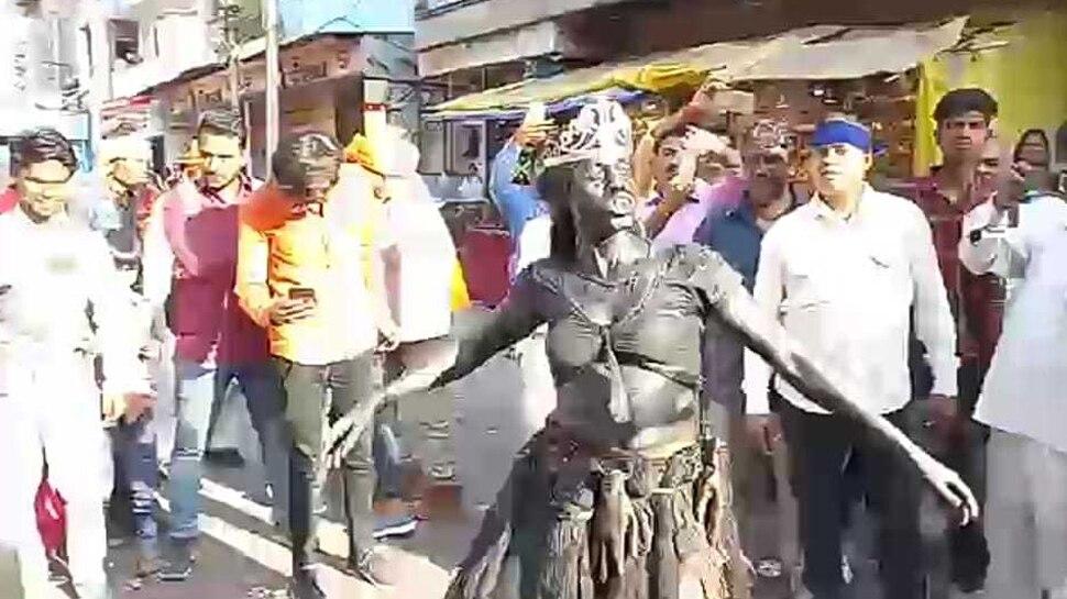 उज्जैनः शिव-पार्वती के रिसेप्शन पर पूरे शहर को न्यौता, बारात में जमकर नाचे भूत-पिशाच और भक्त